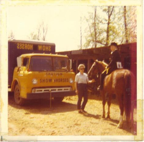horse van at show